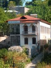 Prelijepe kuće, vjerojatno nekada u vlasništvu Azerbejdžanaca